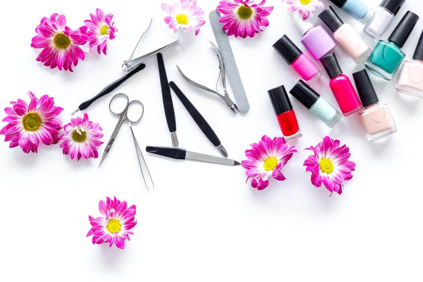 Какие болезни подстерегают человека в салоне красоты?