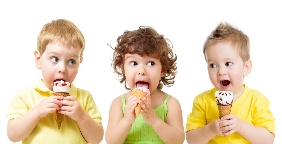 Как детям есть мороженое в жару и не болеть?