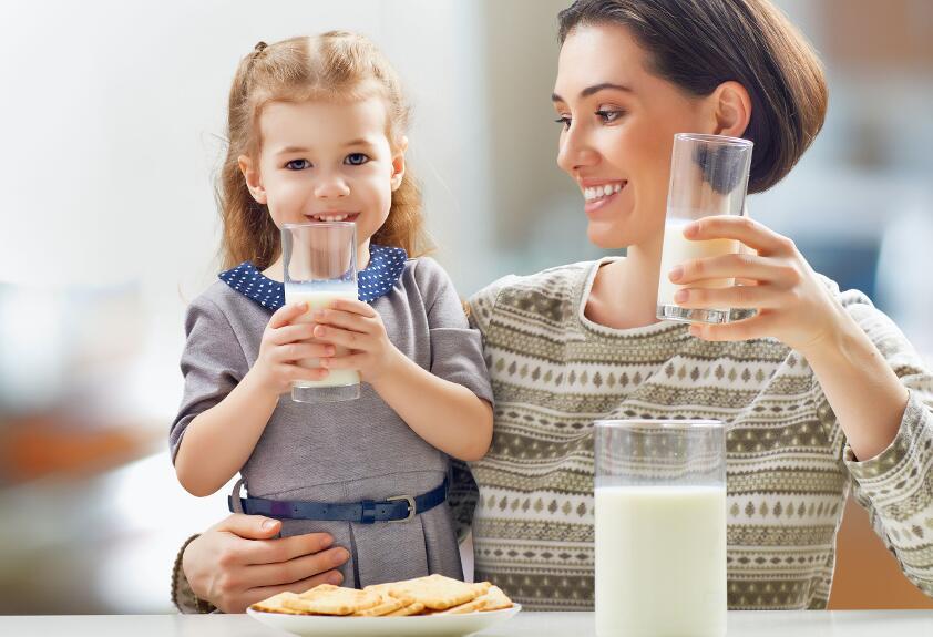 С какими продуктами никогда нельзя сочетать молоко?