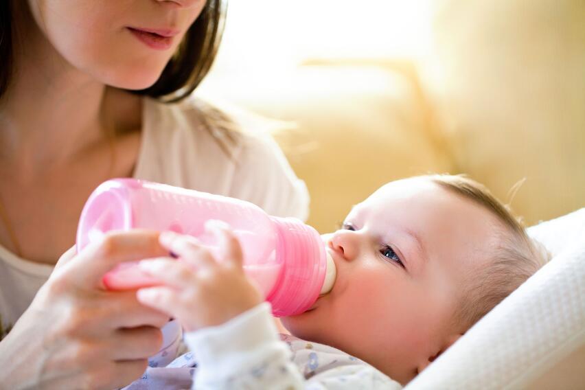 Детские бутылочки выделяют в пищу до 16 млн. микрочастиц пластика