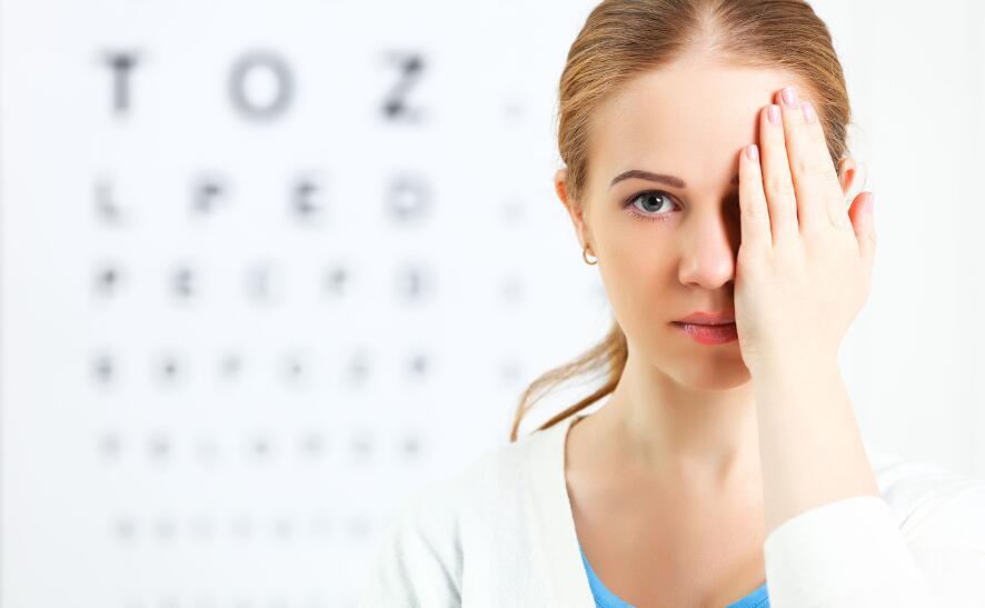 Почему цветные линзы могут лишить человека зрения?