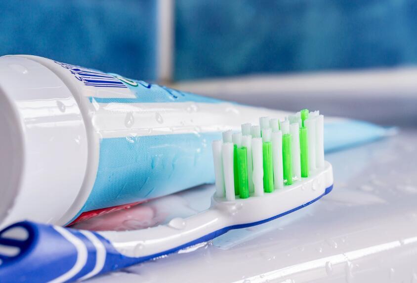 Почему зубную щетку нельзя хранить в ванной комнате?