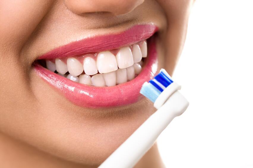 Отбеливание зубов и другие неожиданные причины разрушения эмали