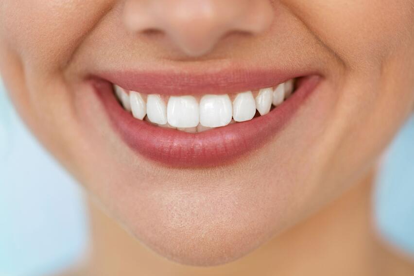 Почему неискренние улыбки на работе опасны для здоровья?