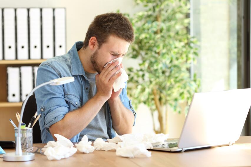 Риск заражения коронавирусом снизится, если люди научатся правильно чихать и кашлять