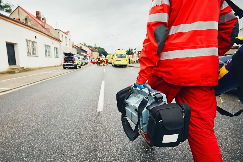 В каких случаях опасно использовать масло и воду при ожогах?