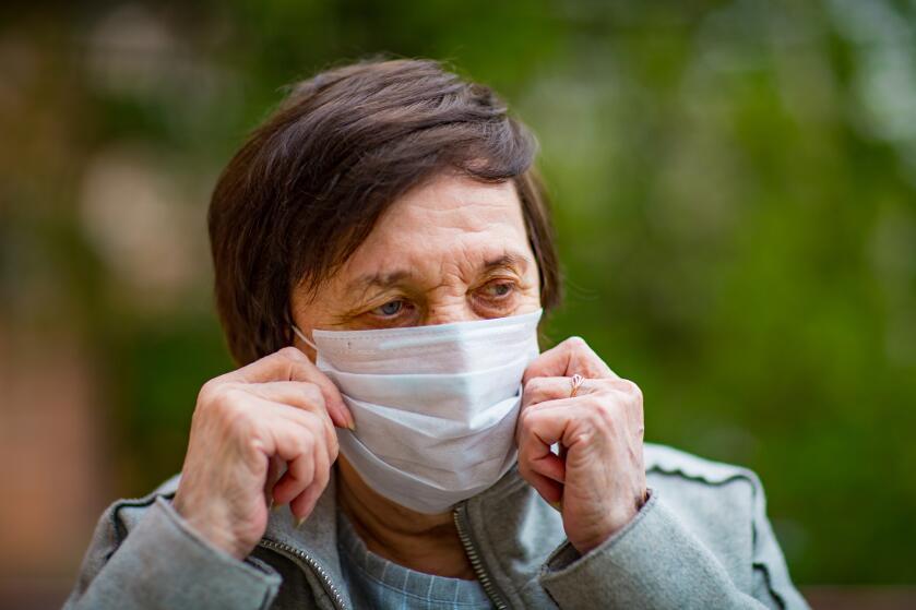 Маски провоцируют развитие кариеса и неприятного запаха изо рта