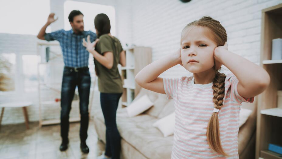 Агрессия, низкая самооценка и тревожность: причины, почему нельзя ссориться при детях