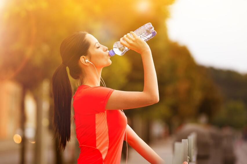 Как часто нужно мыть многоразовую бутылку для воды, чтобы не заболеть?